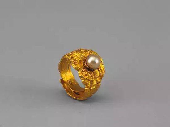 金錾牡丹纹嵌珠戒指