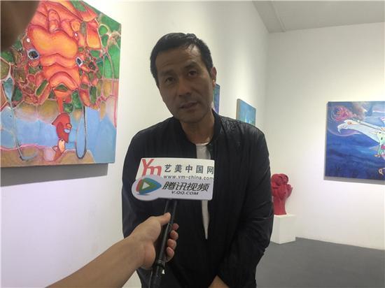 特邀嘉宾上上国际美术馆馆长李广明现场接受媒体采访