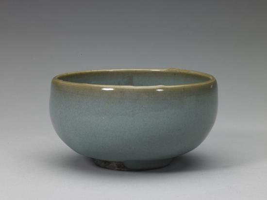 钧窑天蓝釉墩式碗