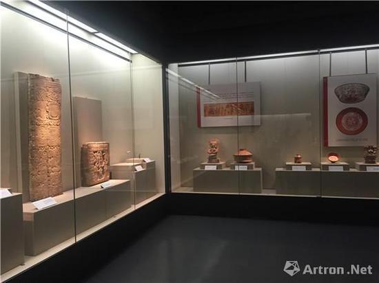 """""""自然的力量:洛杉矶郡艺术博物馆藏古代玛雅艺术品""""展览现场"""