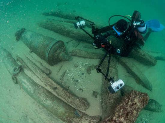 这艘船的残骸是在九月初被发现的。图片来源:路透社