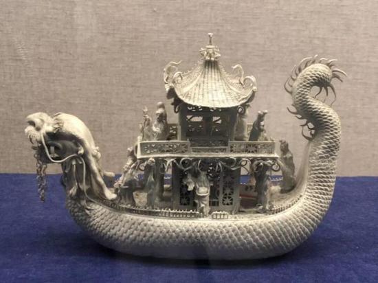 生瓷龙舟,清代,扬州博物馆藏