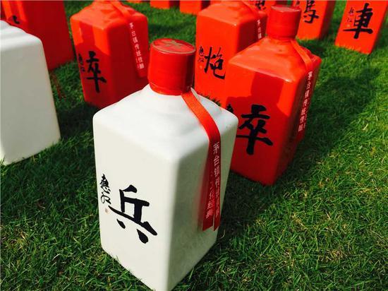 杜应红装置作品《中国棋酒》