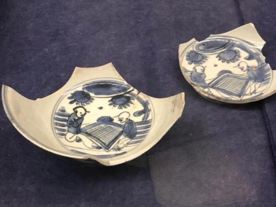 青花对弈图瓷片,明代,扬州博物馆藏