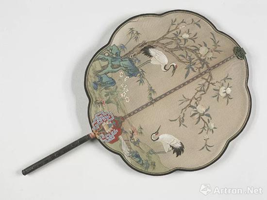 清乾隆米色纱贴绢 桃树仙鹤图乌木雕花柄团扇