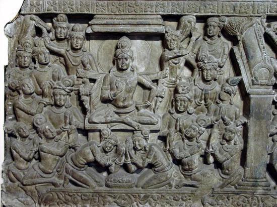 佛祖在兜率天说法,公元2世纪,阿玛拉瓦蒂出土,加尔各答印度博物馆藏