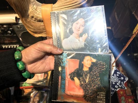 展馆内的邓丽君黑胶唱片。新华社记者 谭晓红 摄
