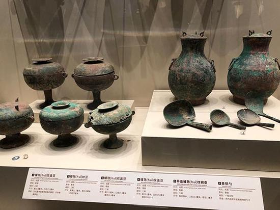 警方追缴到的一批春秋战国时期的青铜器,在山西省博物院展出。