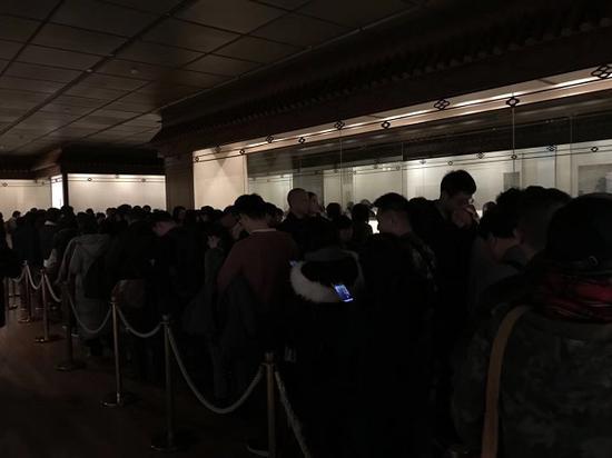 展厅排队景象依然