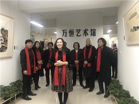 万恒艺术馆艺术总监 李木槿女士担任本次活动主持