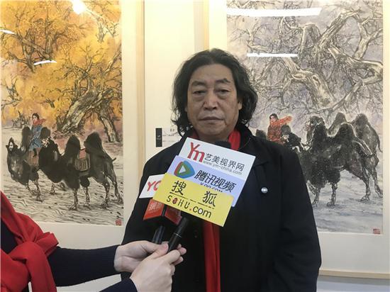艺术家 杨永家老师现场接受媒体采访