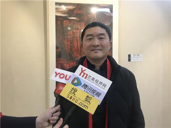 艺术家王依民老师现场接受媒体采访