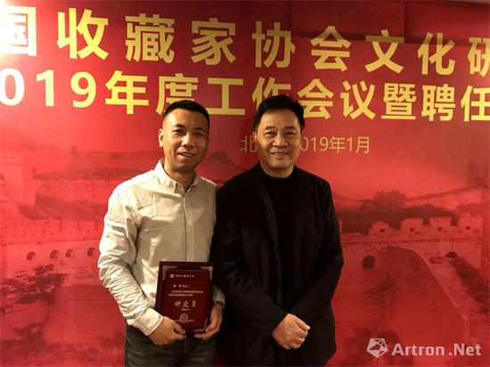 罗会长与中国名酒收藏文化论坛秘书长闫峰