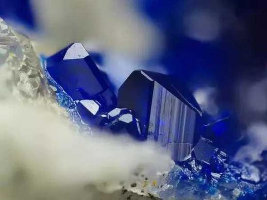 ▲蓝铜矿石