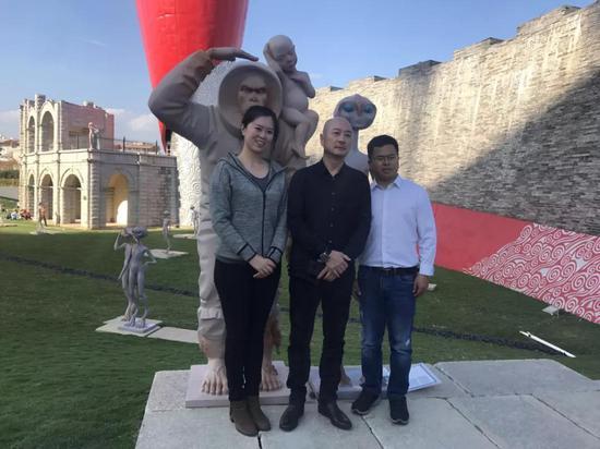 傅榆翔与媒体界的朋友们合影