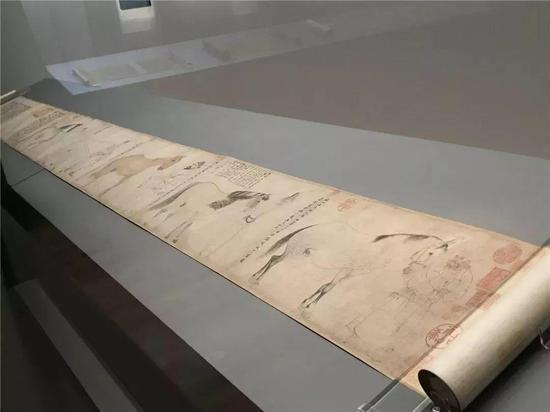 展出中的《五马图》26.9cmx204.5cm