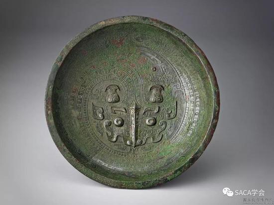 ▲ 龙纹盘,台北故宫博物院藏