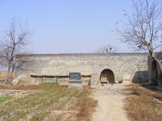 2016年,维修前的清凉寺,当时庙门口还是一片农田