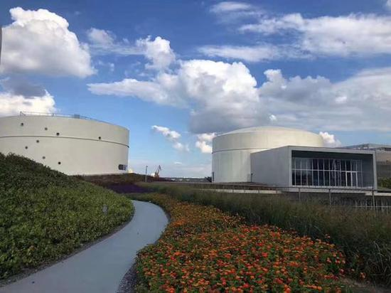 油罐艺术中心外的绿地