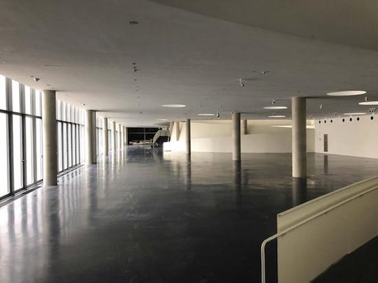 油罐艺术中心内部的连接空间