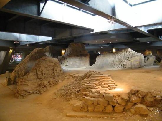 雷峰塔内的遗址保护展 白海峰:摄