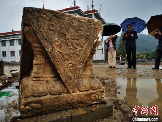"""湖北襄阳古城墙狮子楼遗址发现完整""""须弥座"""""""