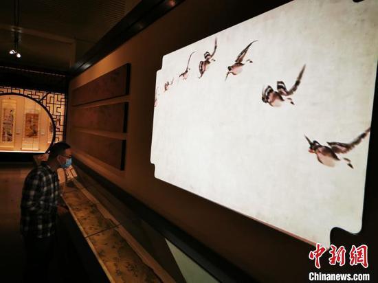 国家典籍博物馆公开展示文徵明等60余件精品花鸟画