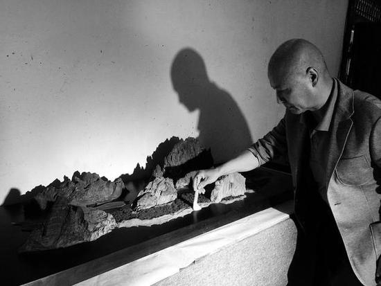 66岁西安人收藏石头数十年完成整个作品展
