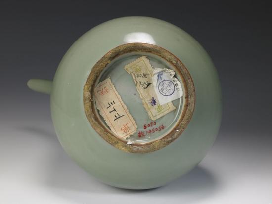 龙泉窑青釉执壶底部