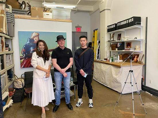 《收藏》杂志杨敏(左)、Peter Drake(中)、旅美雕塑艺术家吴建楠(右)合影