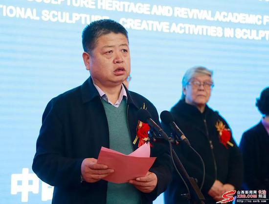 长治市政府副秘书长冯绍波主持活动