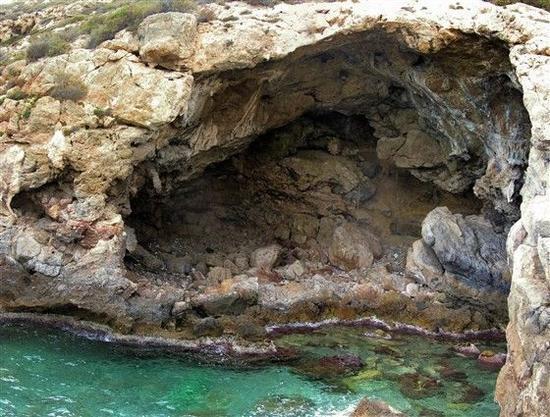 发现了加工过的贝壳文物的Cueva de los Aviones洞穴 图片来源:NBC News