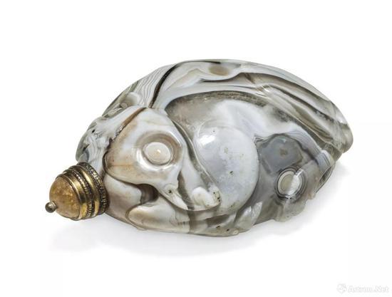 拍品编号684 1750-1840年 玛瑙雕卧鹿形鼻烟壶