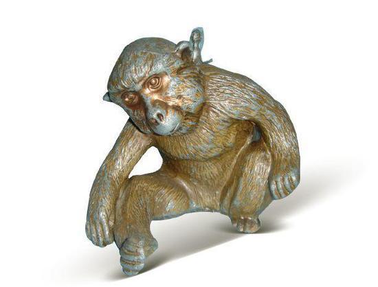 [清]锡镀铜铸型坐姿斜首毛猴砚滴壶 高10厘米