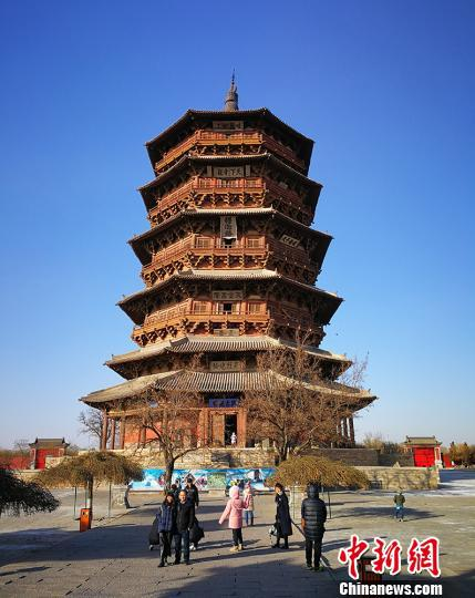 """应县木塔,全称是""""佛宫寺释迦塔"""",始建于距今约1000年的辽代,是中国现存最高最古的一座木构塔式建筑。 杨杰英 摄"""
