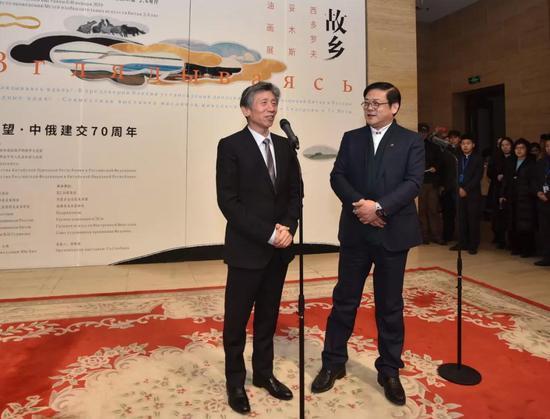 中国美协主席范迪安与中国美协书记徐里宣布展览开幕