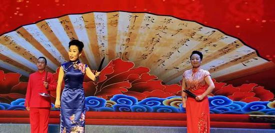 长子曲艺艺术家表演曲艺联唱《长子美》
