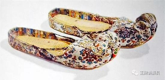 高头履,唐代,新疆维吾尔自治区博物馆藏