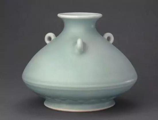 青釉荸荠式三系瓶 清雍正 故宫博物院