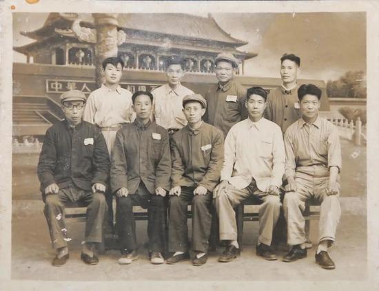 十大建筑筹备处木雕专家组(上排右二为包焕武)