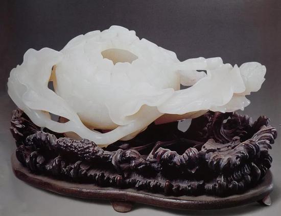 清中期 青玉菊花式水丞 清宫旧藏 长13厘米 现藏于故宫博物院