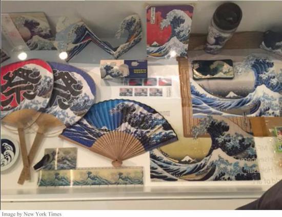 《神奈川冲浪里》为元素的文创产品