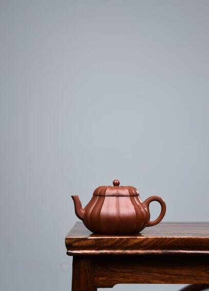 范利英紫砂壶--筋纹君德