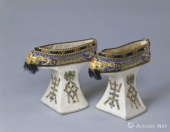 清光绪 黄色缎堆绫嵌料石虎头纹花盆底袷鞋
