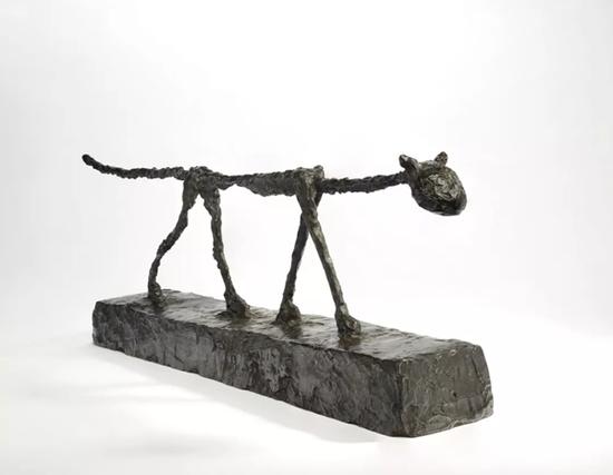 阿尔伯托·贾克梅蒂 (1901-1966)《猫》铜雕 深褐色铜锈 长 81.5 cm.1951年构思,1956年铸造 成交价:1718.75万美元