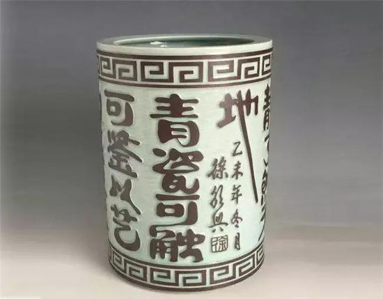 """▲徐朝兴作品:影青""""书法""""箭筒"""