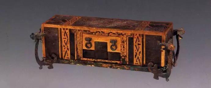 玉枕 西汉 1991年江苏徐州后楼山西汉墓出土   长37厘米、高11.3厘米、宽16.5厘米现藏于徐州博物馆