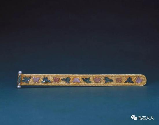 金錾花镶碧玺翠珠扁方清,故宫博物院藏品