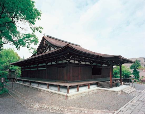 大报恩寺的本堂,1227年建,为京都市内现存最古老建筑物,日本国宝。