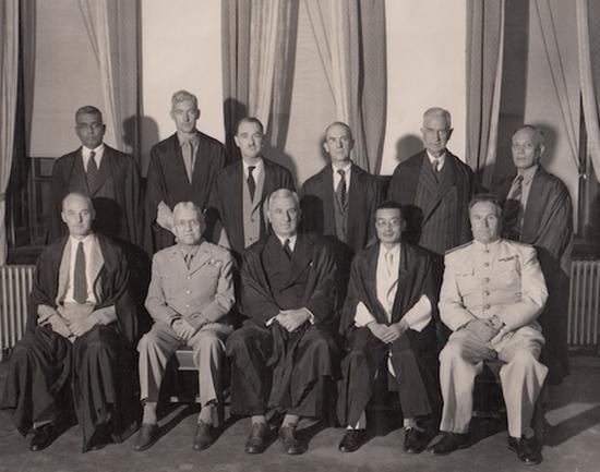 1946年7月,远东国际军事法庭法官团合影